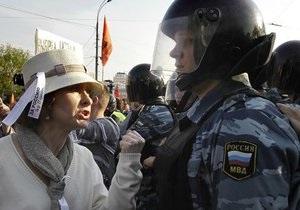 Московский ОМОН задерживает оппозиционеров на Чистых Прудах