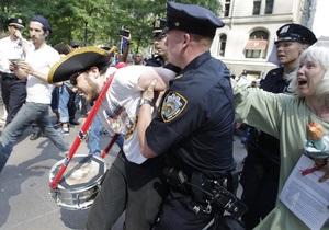 Задержание фотографа на акции Захвати Уолл-стрит в Нью-Йорке обернулось скандалом