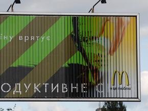 Яценюк заявил, что его плакаты не являются агитацией, потому что там нет фотографий
