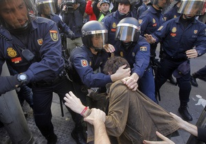 Забастовка в Испании: полиция задержала более 60 человек, более 30 получили травмы