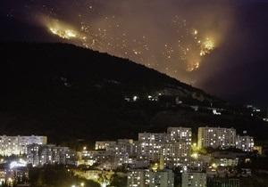 Фотогалерея: Лопата в огне. В горах возле Ялты вспыхнул лесной пожар