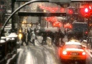 В Нью-Йорке из-за сильного снегопада объявлено чрезвычайное положение