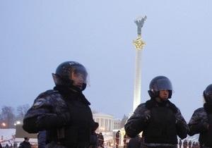 Территория вокруг монумента Независимости на Майдане оцеплена металлическим ограждением