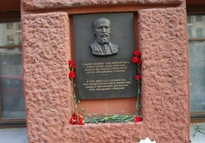 Милиция пока не задержала ни одного подозреваемого по делу о краже мемориальной доски Столыпину