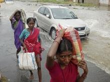 Прорвавшая дамбу река убила 55 человек в Индии