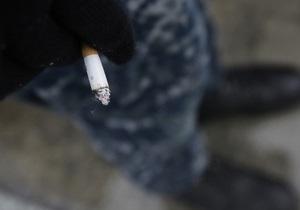В Киеве мужчина ударил соседа ледорубом из-за курения в общем коридоре