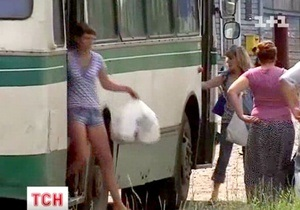В Сумской области водитель выбросил из автобуса женщину, у которой случился инсульт