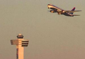 В аэропорту Нью-Йорка контроль над взлетом самолетов доверили ребенку
