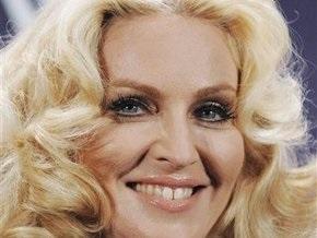 Коммунисты Петербурга призвали Мадонну надеть бескозырку с красной лентой