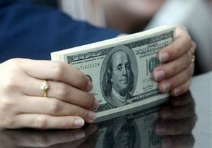 Межбанк: гривна пробила семимесячный минимум к доллару