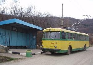 В Крыму неизвестные срезали 200 метров троллейбусных проводов