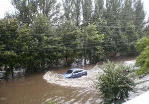 Над Луганском пронесся ураган: некоторые улицы затоплены