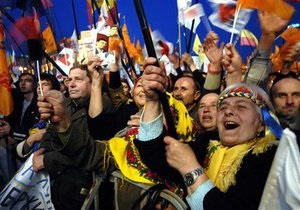 В центре Киева проходят многотысячные митинги: ожидается приезд Ющенко