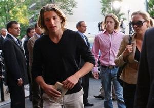 Источник: Сыну Саркози стало плохо за полтора часа до концерта в одесском клубе