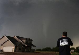 Фотогалерея: Апокалипсис сегодня. Обрушившиеся на США торнадо унесли жизни десятков человек