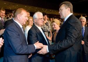 Янукович поздравил Кравчука с днем рождения