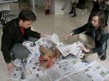 Министру информации Беларуси подарили свиную голову