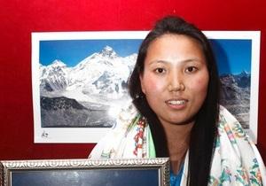 Жительница Непала поставила мировой рекорд, покорив Эверест дважды за неделю