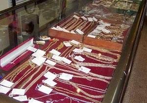 В Харькове неизвестные ограбили два ювелирных магазина