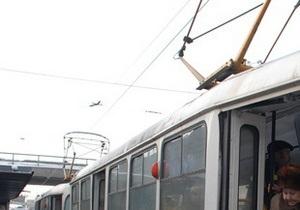 В Киеве трамвай сошел с рельсов. Есть пострадавшие