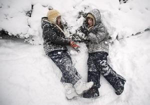 Ученикам одной из австралийских школ подарили 15 тонн снега