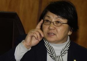 Отунбаева: В Кыргызстане обучение на русском языке может прекратиться