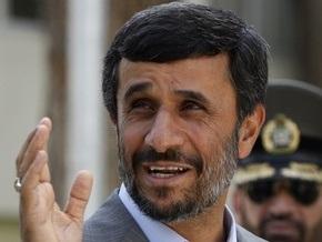 Ахмадинежад намерен назначить трех женщин на пост министров