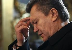 Янукович молится в Лавре