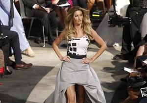 Фотогалерея: Перед шопингом. Vogue устроил в Нью-Йорке модное шоу