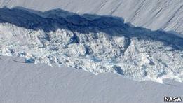 В Антарктике формируется гигантский айсберг