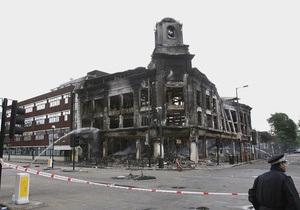 Массовые беспорядки перебросились на восточные районы Лондона