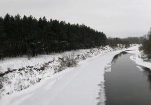 В Житомирской области автомобиль провалился под лед: погибла девушка