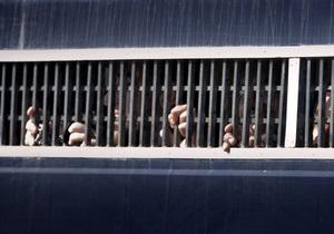СМИ: В Ковельском СИЗО задержанные порезали вены и объявили голодовку