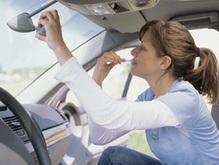Женщина на джипе припарковалась на крыше автомобиля