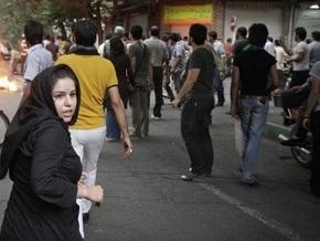 Иранская полиция проводит аресты людей, собравшихся на одном из кладбищ Тегерана