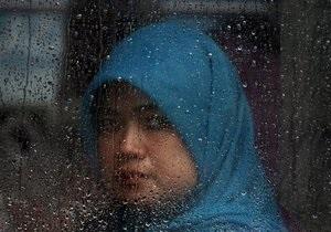 Индонезия - странные новости: В Индонезии губернатор одного из штатов потребовал уволить всех молодых секретарш