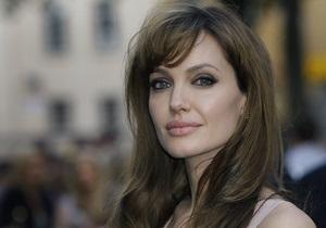 Рекламу Louis Vuitton с Джоли сняли в Камбодже
