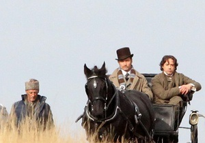 В интернете появились первые фото со съемок второго фильма про Шерлока Холмса