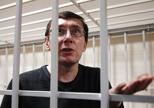 Луценко написал на имя Януковича заявление и попросил заклеить ему рот скотчем