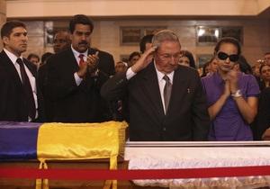 В Каракасе с часовым опозданием началась официальная церемония прощания с Уго Чавесом