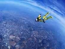 Завтра француз прыгнет с высоты 40 км