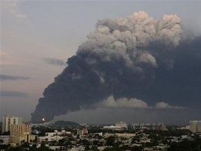 На заводе в Пуэрто-Рико вспыхнул мощный пожар. Столица окутана дымом