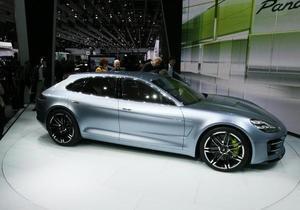 Porsche показала свой первый гибрид в Париже