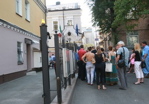 Концлагерь Украина: Корреспондент составил рейтинг самых враждебных посольств