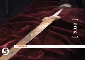 Житель Запорожья выловил из Днепра меч, который мог принадлежать князю Свят
