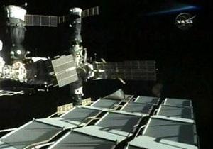С полуторачасовой задержкой космонавты МКС успешно провели перестыковку Союза
