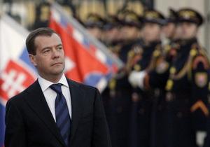 Медведев: Европа стала процветающей благодаря миллиону советских солдат, погибших на войне