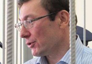 В СИЗО опровергли информацию об ухудшении здоровья Луценко: Он гуляет на свежем воздухе