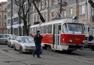 В Запорожье водитель грузовика сбил ребенка, выходящего из трамвая