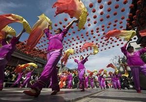 Компартия Китая сокращает бюджет за счет отказа от красных ковров и детей с цветами
